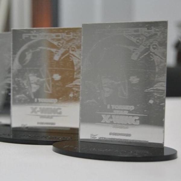 Trofeos en base de metacrilato espejo